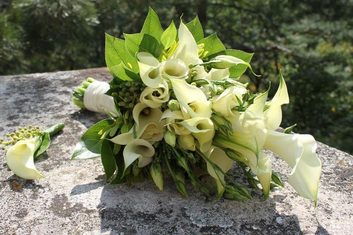 Svatební kytice - kala, eustoma a salal