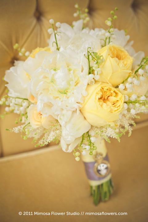 Svatební kytice - pryskyřník, růže, konvalinka, altilbe, pivoňka