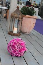 růže s karafiátem