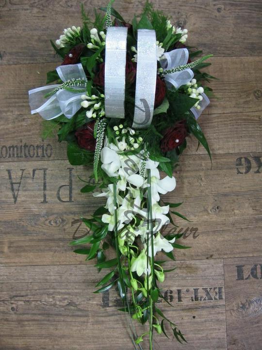 Autocorso něvěsty i ženicha - bouvardie, veronica, růže se sametovým nádechem a dendrobium
