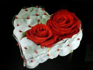 vhodné jako kytice vypichovaná do držáku nebo polštářek na prstýnky