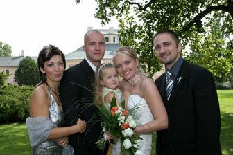 Naši skvělí přátelé - svědci Ivetka a Peta s jejich krásnou holčičkou