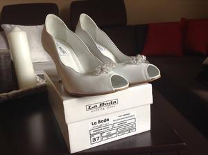 Oficiálne svadobné topánky lodičky so swarowski kamienkami ako predchadzajúce..