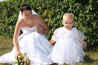 ...náš pokládek jménem Verunka, prý nejhezčí nevěsta toho dne :-)