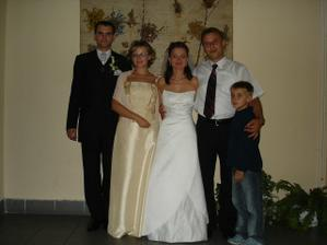 a do tretice ich tretia a najmladšia sestra s mužom a synom