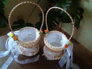 ...hotové košíčky na kytičky pro malé družičky