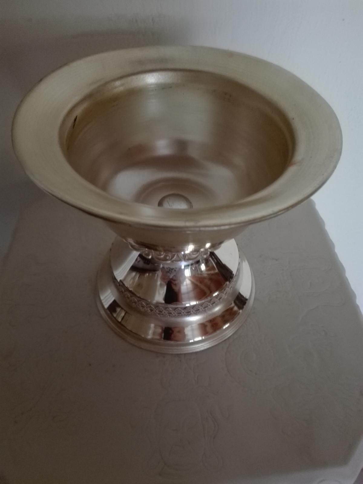 Strieborná starožitná nádoba - Obrázok č. 2