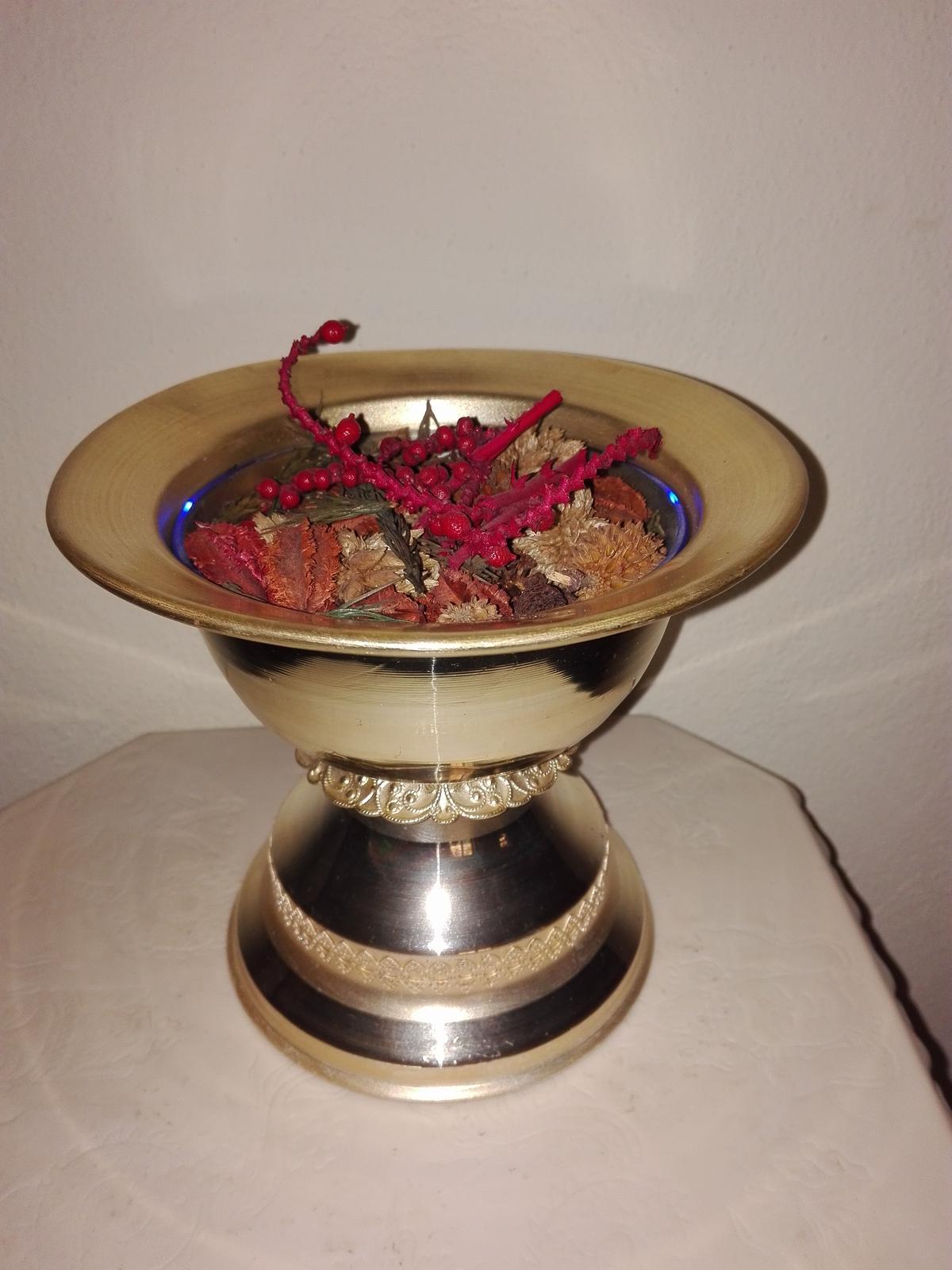 Strieborná starožitná nádoba - Obrázok č. 3