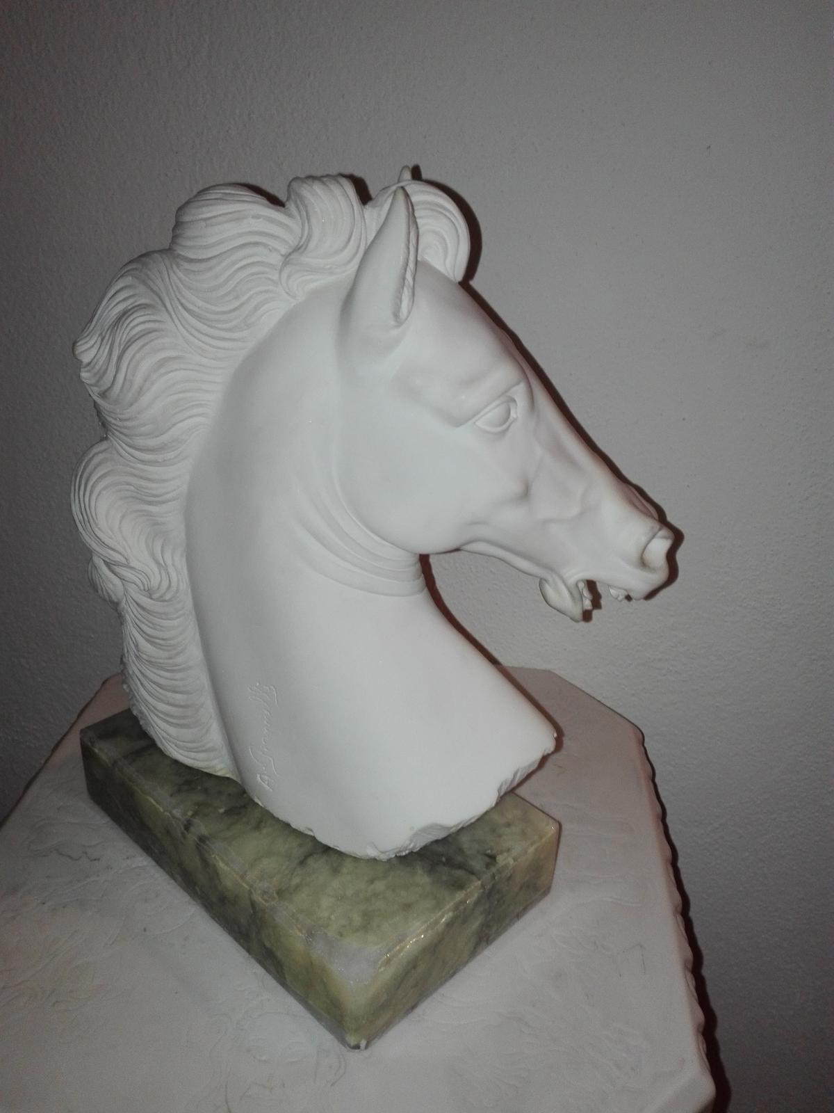 Alabastrové kone - Obrázok č. 1