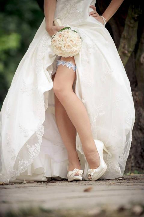in8kadesign - Naša nevestička a jej svadobná kytička z čajových ruži.