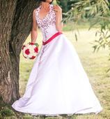 Vyšívané svatební šaty, 38