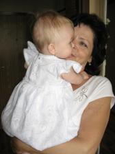 Tyhle nádherný šatičky jí ušila babička:)