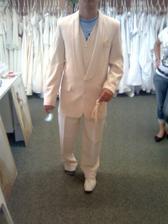 oblek konečně zamluven ...