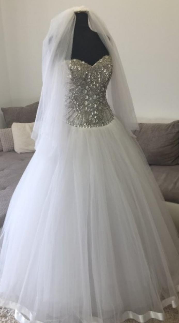 Svadobne šaty - Obrázok č. 1