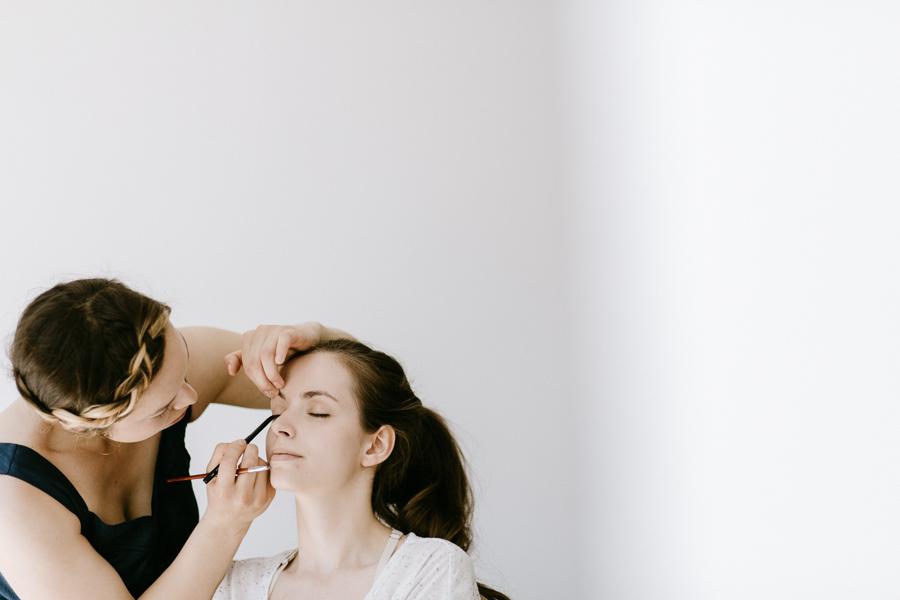 Karolína{{_AND_}}Ondra - let's put some make-up on!