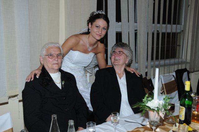 Martina Kováčová{{_AND_}}Ing.Imrich Kelemen - ja s mojimi babičkami