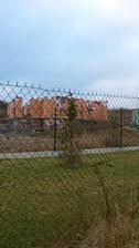 Přes tři ploty...