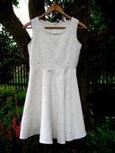 Svatební šaty na převlečení, 38