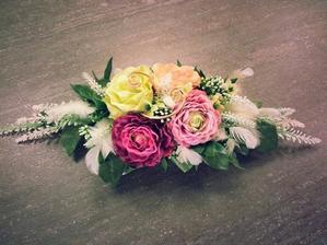 Kytička na svatební stůl, ale budou ružičky. Bílo-fialkovy