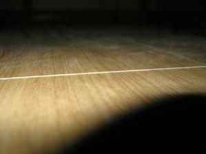 laminatova podlaha - viditelne vyskove rozdiely jednotlivych lamiel.