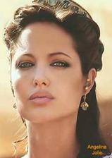Nádherná Angelina a nádherné líčení