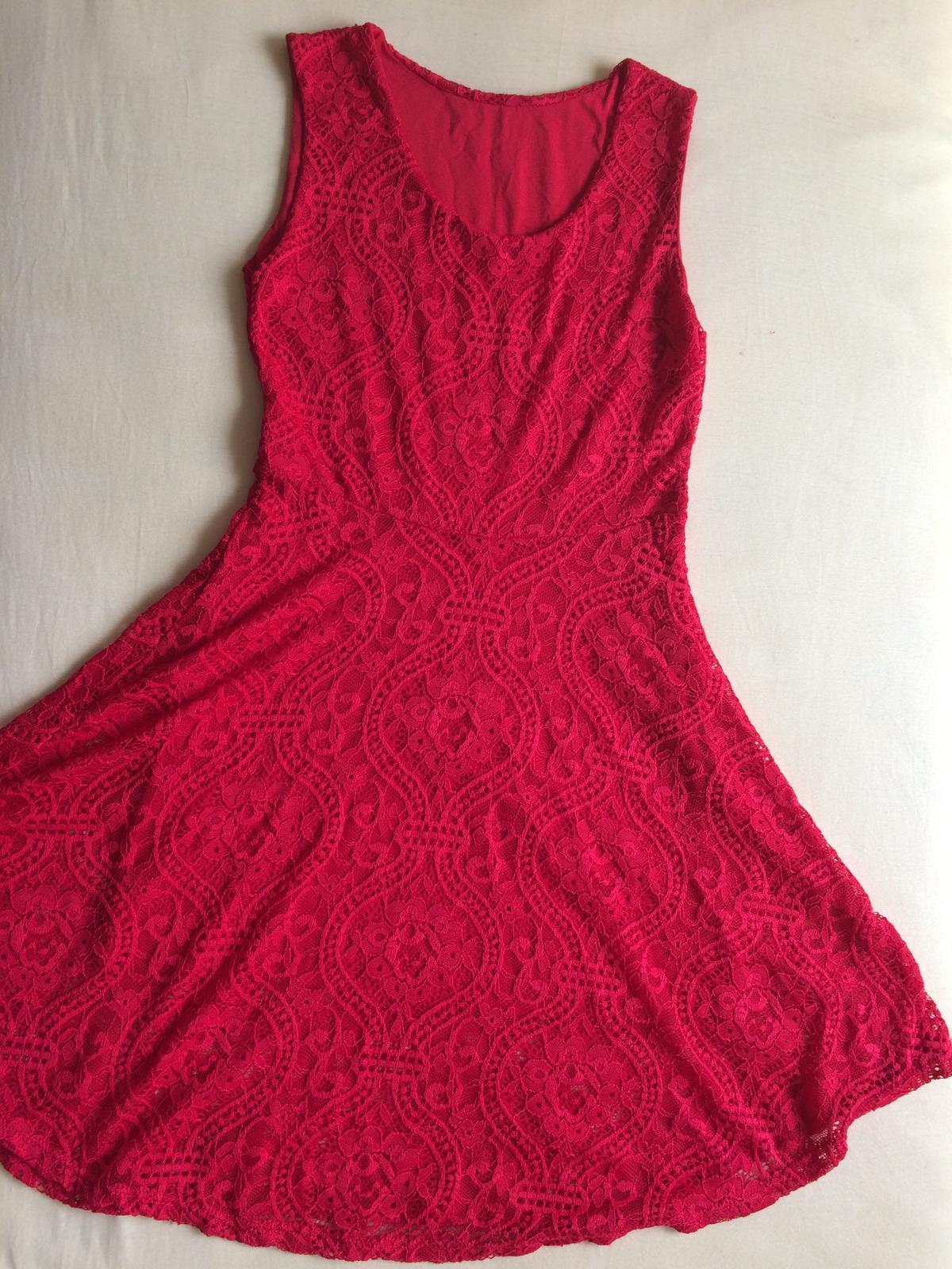 Červené čipkované šaty - popolmočné - Obrázok č. 1