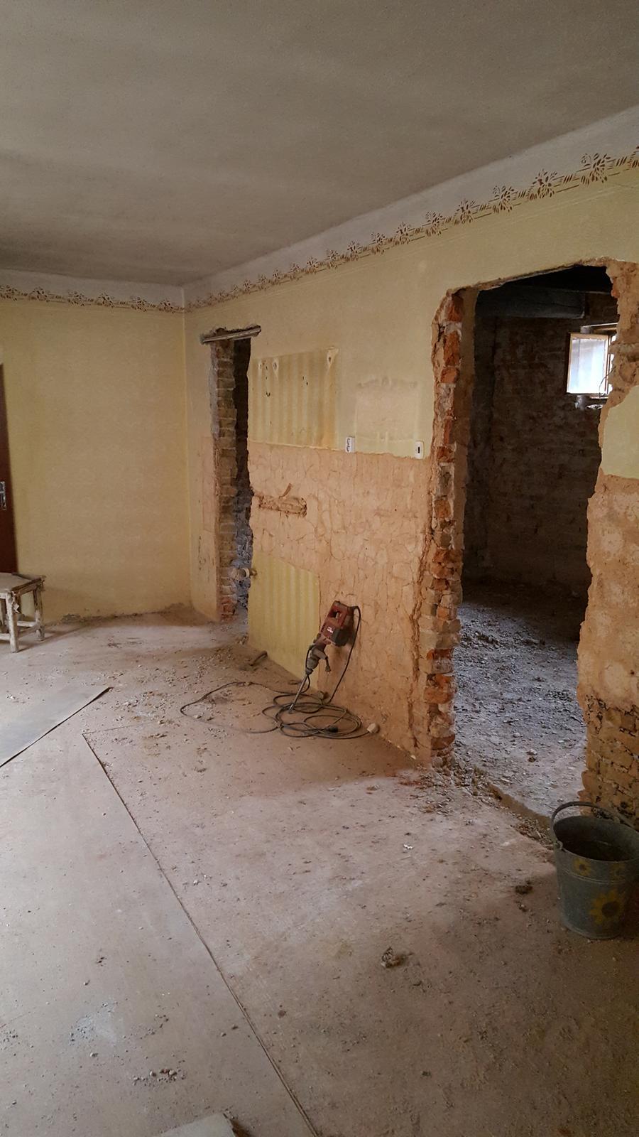 Prerabka domu v historickom centre - Vyburany otvor na druhe dvere do spajze,ktore budu zakomponovane v kuchynskej linke.dnes bol pozerat kurenar tak som zvedavy