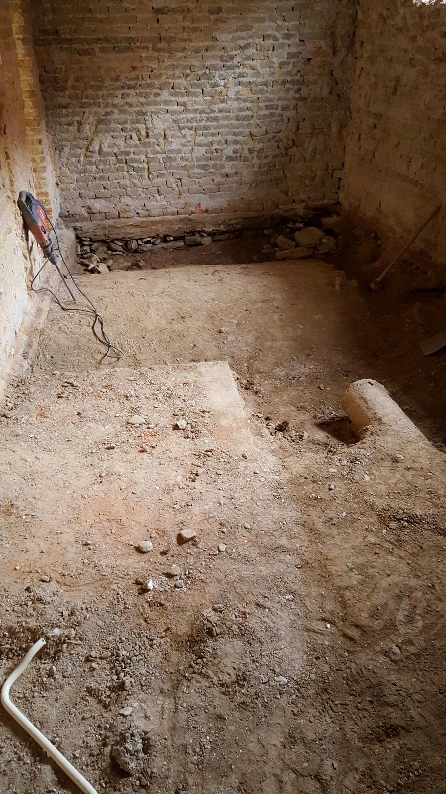 Prerabka domu v historickom centre - Neuveritelne...steny vybudovane na dubovych tramoch :D
