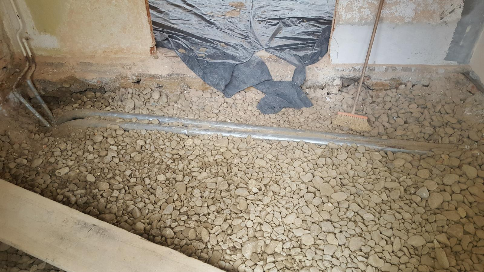 Prerabka domu v historickom centre - kurenie ide nanovo takze vykop von a pripravit pre kurenarov