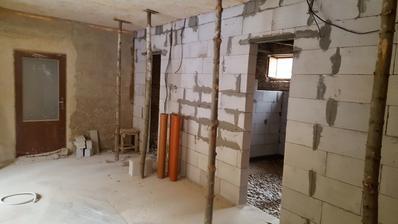 hlavna kuchynska stena hotova elektrika pripravena,priprava na spodny vyvod digestora, air-force objednany