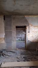 strop omietnuty snad sa stihne do konca tyzdna aj zvysok izby, dieru nechavame kvoli materialu stena do spalne sa uzavrie posledna
