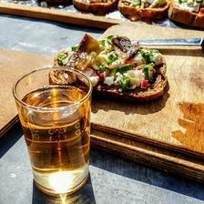 tradicne sa v Medzeve opeka speck ( opeceny chlieb s natierkou z bryndze a zeleninou ) + slanina opecena v specialnych kliestach a neodmyslitelny je appelwein ( jablkove vino )