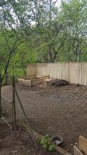 05.2017 oddelil som susedov pozemok od nasho a spravil nove hnojisko, neskor sa sem nastahuju sliepky a postavi sa novy kurin