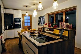 dokoncena kuchyna aj s doplnkami a putovnym obrazom new yorku