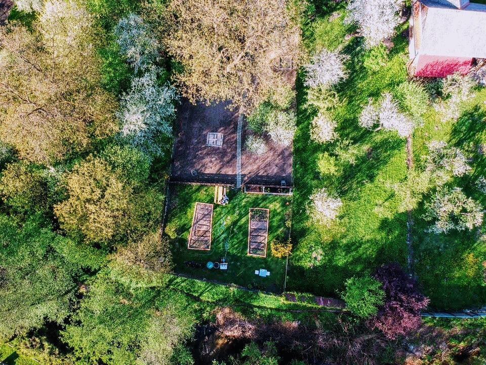 """Zahrada a upravy okolo domu - Chcel som si spravit fotku zhora ako """"before"""" ale orech uz stihol zakvitnut"""