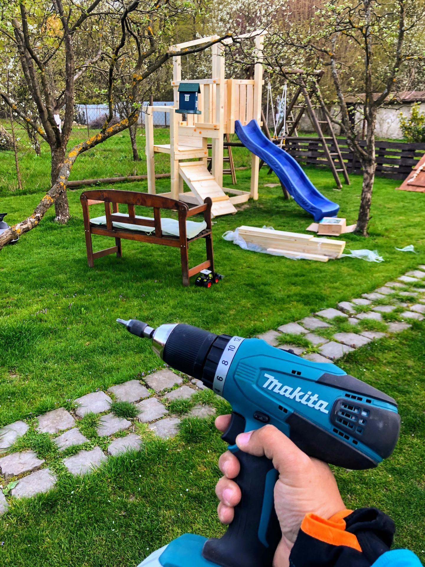 Zahrada a upravy okolo domu - Za 2 vecery sme to realne aj zmakli, made in belgium s poctivym nemeckym navodom. Again, klobuk dole nad kvalitou a bezpecnostou