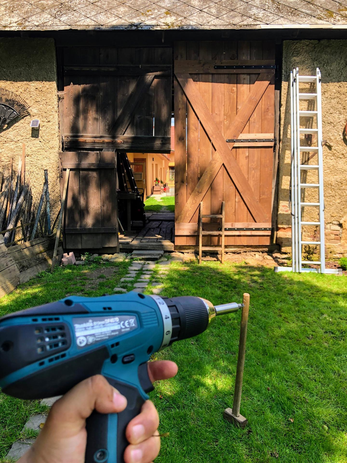 Zahrada a upravy okolo domu - Pol dna roboty ale vysledok je potesujuci