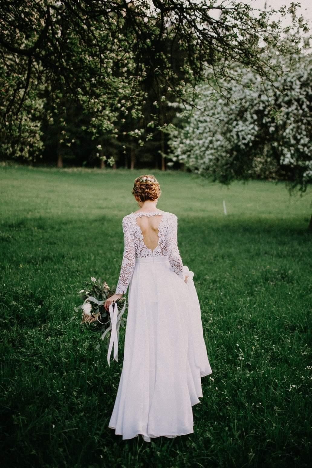 Svadobné šaty z hrubej krajky - Obrázok č. 1