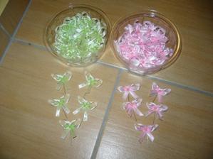 vyvázky - pro pány zelené pro dámy růžové