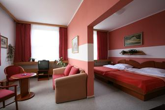 úžasný apartmán, který máme od hotelu Společenský dům jako bonus