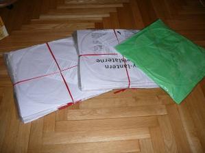 lampiony přání dnes taky dorazily - jeden pro nás zelený a 20 bílých - koupeno na aukru za super cenu -doporučuji