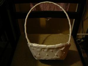 košíček pro družičku...vyráběla maminka
