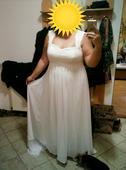 Svatební šaty s krajkou a vlečkou, 48