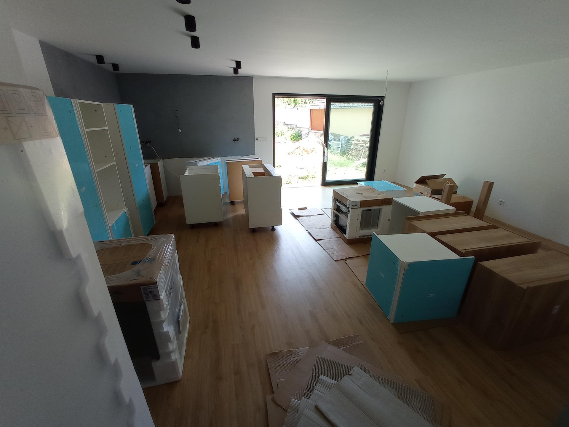 Stavíme domeček - Kuchyně je na místě 😍