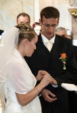 ...přijmi tento prsten na důkaz mé lásky a věrnosti...