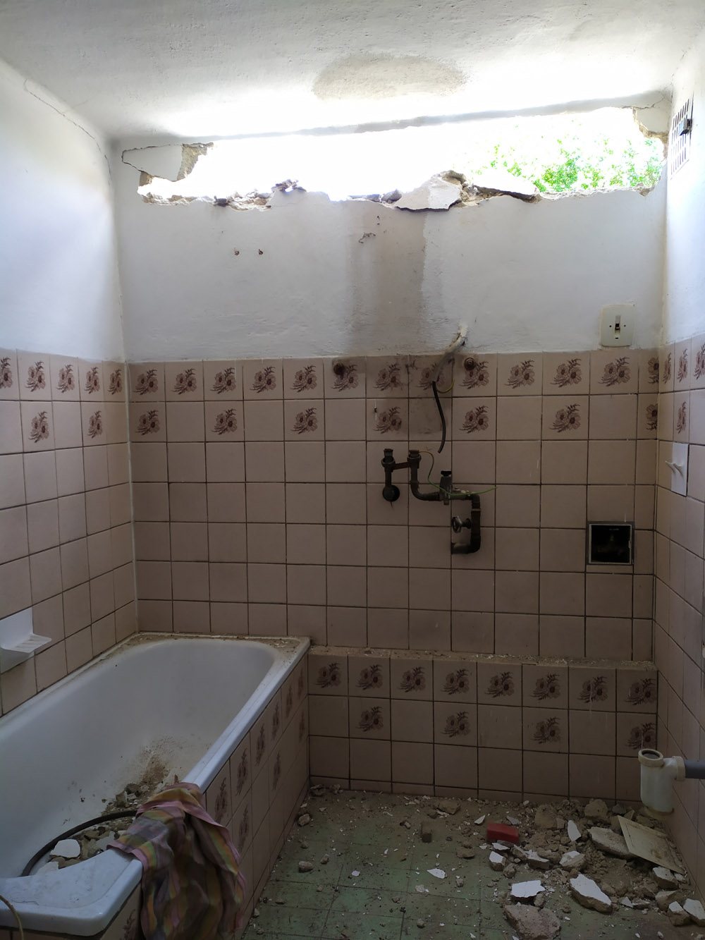 Bourání staré a stavba nové řadovky - Červen 2020, už jsme v koupelně