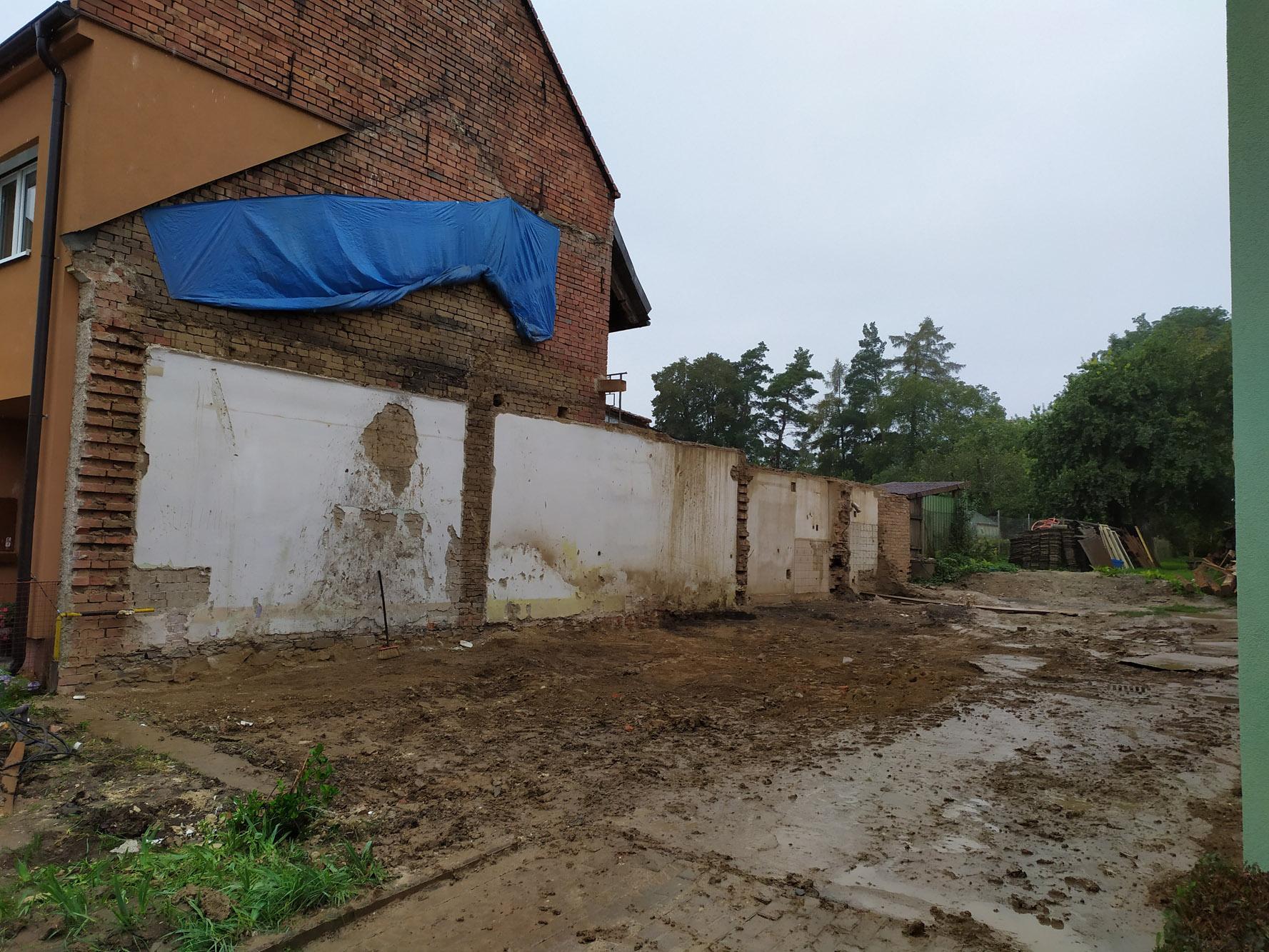 Bourání staré a stavba nové řadovky - Konec září 2020. Z domu nic nezbylo.