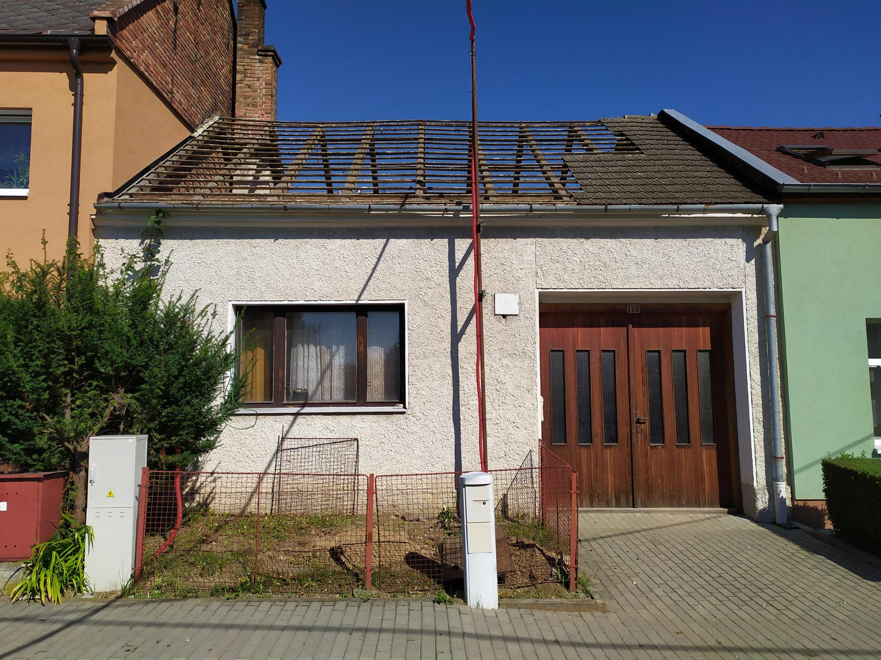 Bourání staré a stavba nové řadovky - Střecha mizí