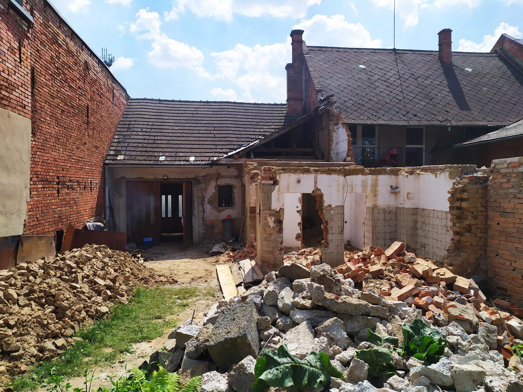 Bourání staré a stavba nové řadovky - Už aby se uvolnilo místo