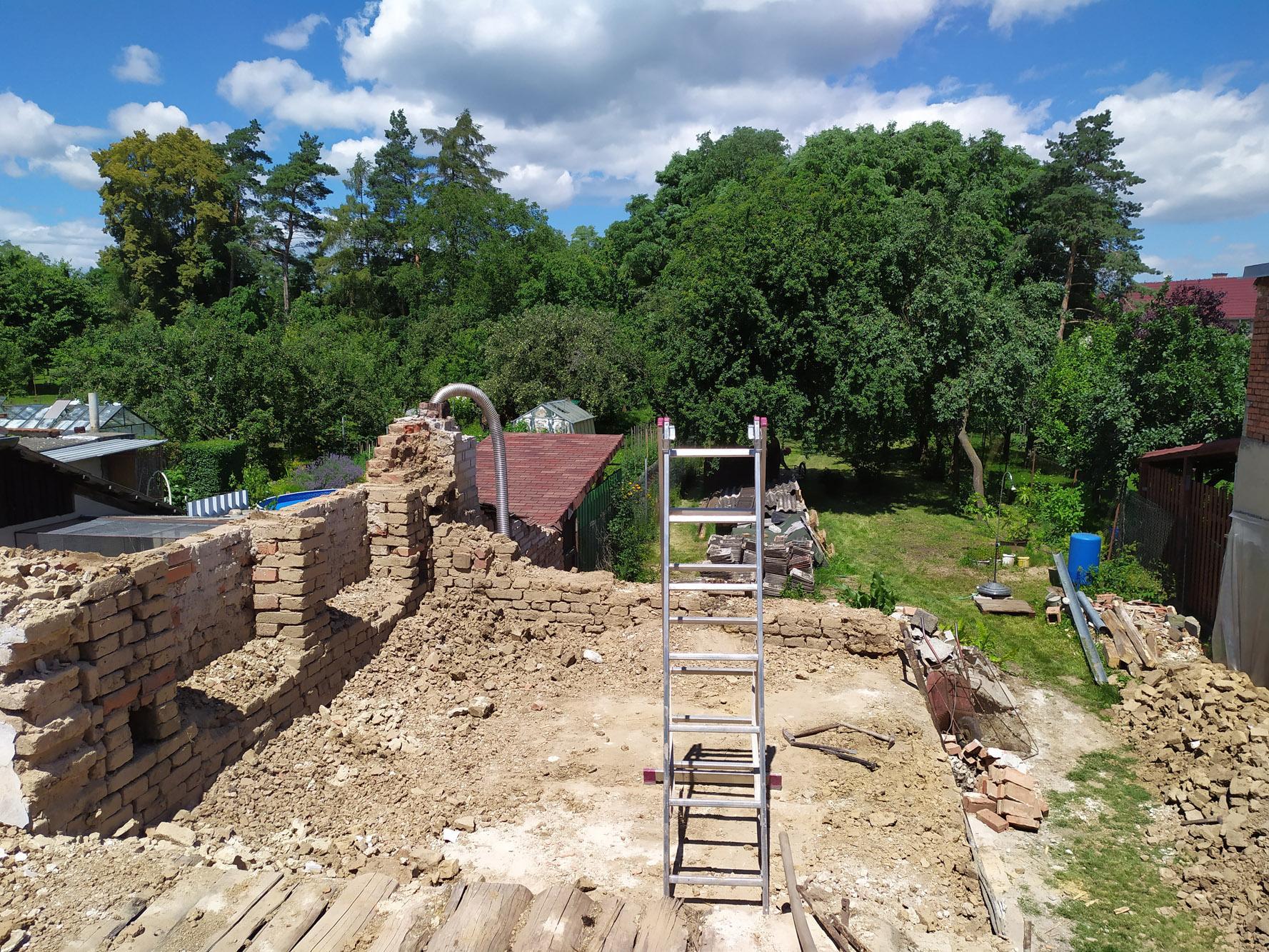Bourání staré a stavba nové řadovky - Délka zahrady je cca 50 metrů